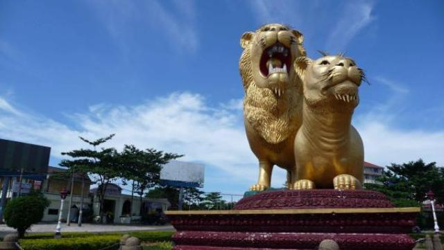 Golden Lions Monument in Sihanoukville