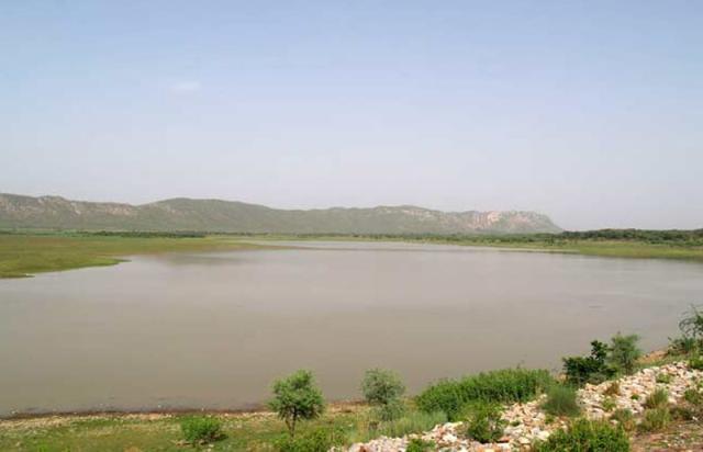 ramgarh lake, jaipur, india