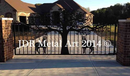 Missouri oak tree drive entrance gate featuring horses by JDR Metal Art