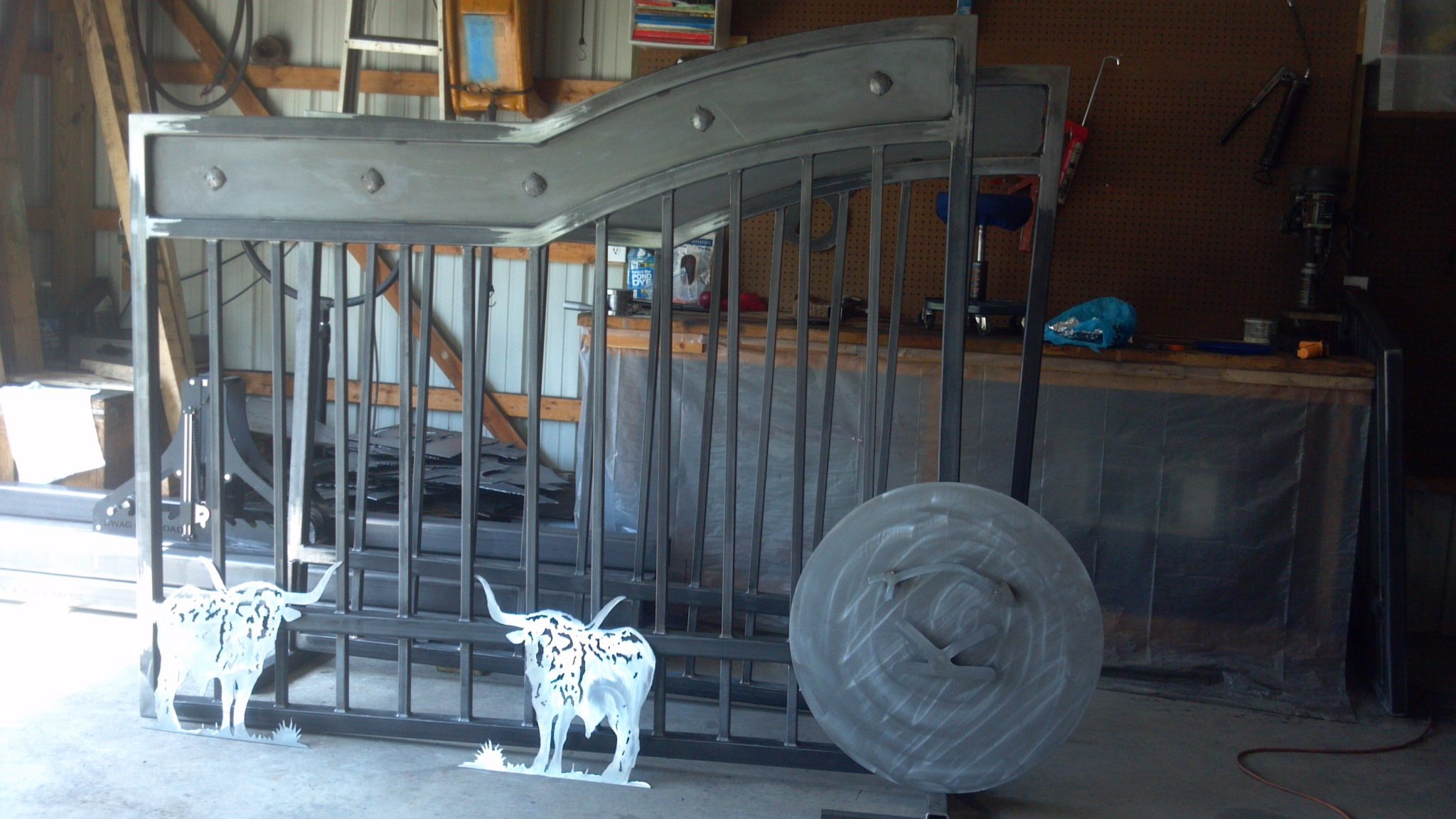Ranch driveway gates kansas longhorn metal art entry