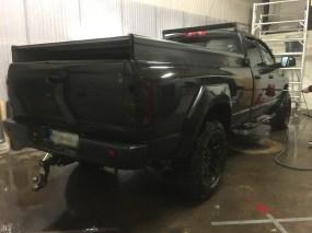 Dodgen autopesu itsepalveluhallissa