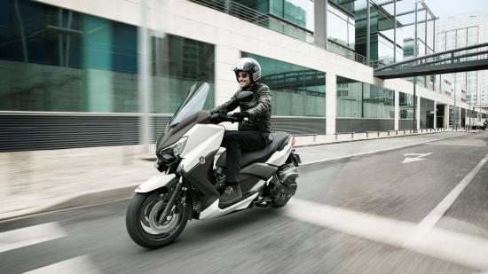 Yamaha XMAX400 01