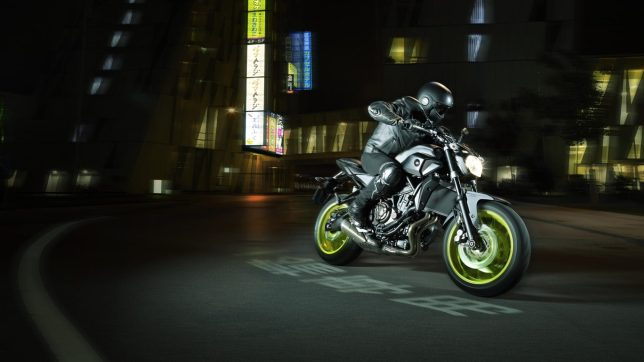 MT07 Motocage NightFluo 2016 02