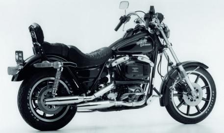 1982 – Das Standardmodell FXR Super Glide II wird in den Markt eingeführt
