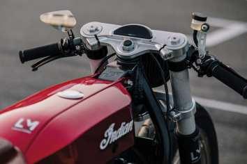 Alle Teile fürs Motorrad entstanden zunächst am Computer, auch die gefräste Gabelbrücke mit integriertem Tacho aus deutscher Fertigung