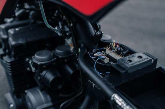 Motogadgets m.unit als E-Zentrale, sauber unter dem Monocoque verbaut