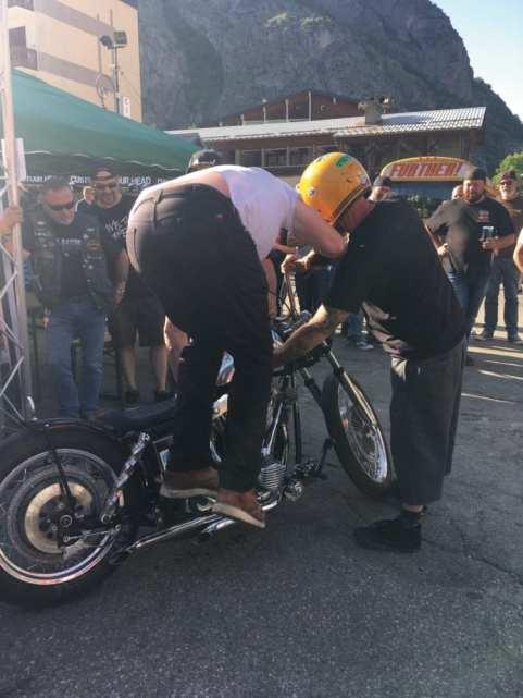 Kick it: Eindeutig ist diese Veranstaltung vor allem eine für Oldschool-Fans, die Mehrheit der Bikes vor Ort sind Harleys. Trotzdem, jeder ist willkommen, alles total entspannt