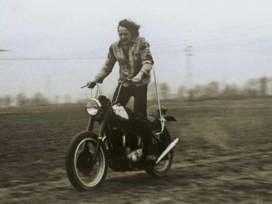 ... oder mit Apehanger und Sissybar – Hauptsache Mopedfahren
