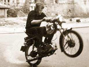 Im Knast landete er später auch – allerdings nicht wegen seiner couragierten Fahrweise