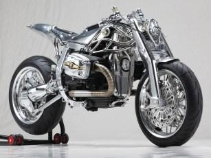 Obwohl auch in Italien die Aufträge für Top-End-Bikes inzwischen rar geworden sind, rollende Kunstwerke bereichern auch dort nach wie vor die Szene