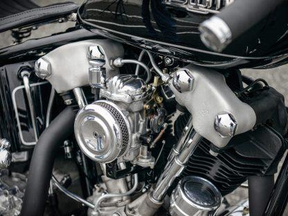 »Damit der Motor eine bessere Performance abliefert, habe ich den werksseitig verbauten Linkert-Vergaser durch ein Modell von CV ersetzt. Der lässt sich nicht nur besser einstellen, sondern ist auch wesentlich zuverlässiger« so Julian