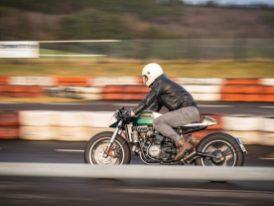 Bei der Höchstgeschwindigkeit kratzt der Cafe Racer an den 185 km/h