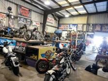 Fast meint man in einem Museum für Motorradkunst gelandet zu sein