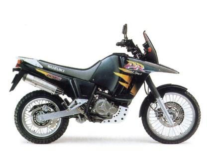 Suzukis DR 800 Big war eine plastikbewehrte Groß-Enduro im typischen Stil der 1990er Jahre. Eigentlich keine Basis für einen coolen Umbau