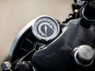 Vorn informiert ein Motogadget-Instrument