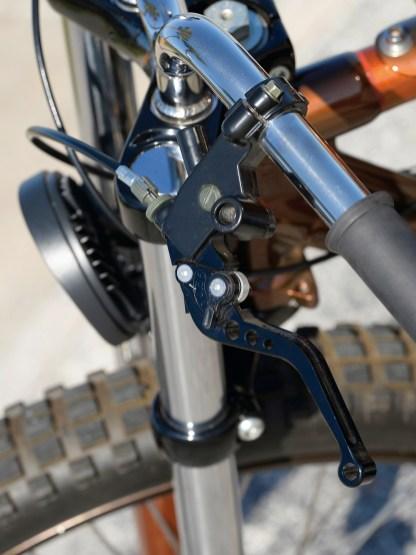 Der moderne Griff und der Traktorscheinwerfer tun dem Oldschool-Look nicht weh