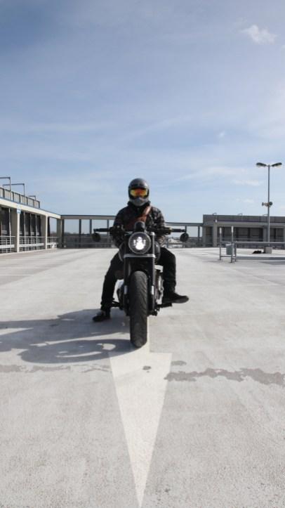 Selbst gewählte Entschleunigung – vom Superbike zum Bobber. Manchmal verschieben sich die Prioritäten