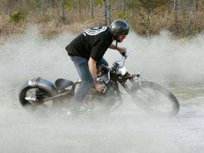... sondern auch ein unerschrockener Mopedfahrer