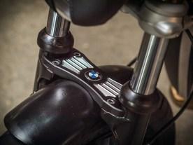Viel Arbeit fließt in die Gabel, den CNC-gefrästen Gabelstabi fertigt Ralf selbst, die Standrohre sind gekürzt, die Tauchrohre gedreht