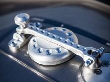 Filigraner Tankverschluss mit Anleihen aus dem Rennsport