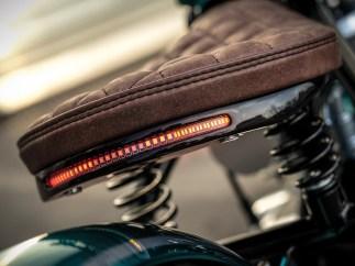 Elegante Lösung: Blinker, Rück- und Bremslicht bestehen aus LED-Stripes, die Marco ins Rahmenheck eingelassen hat