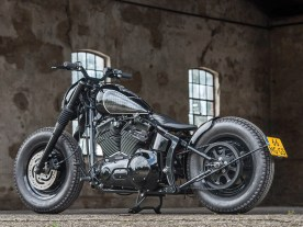 Die Harley ist auf das Wesentliche reduziert. Die Optik überzeugt und dank fehlender Kilos ist auch die Performance ordentlich. Wer mit den klassischen Reifen zurecht kommt, hat hier sicher seinen Spaß