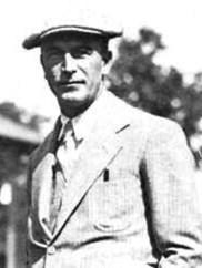 Carlo Guzzi wurde 1889 in Mailand geboren.1914 wurde er zur italienischen Luftwaffe eingezogen und war dort für die Wartung von Flugzeugen zuständig. Aus Freundschaft zu den Piloten entstand das Firmenlogo mit dem fliegenden Adler. Guzzi verstarb 1964 in Mandello