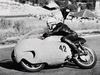 Historische Aufnahme vom schnellen Kurs in Francorchamps mit Fahrer Keith Campbell.