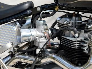 Für den alten Motor gab's einen Mikuni als Aufwertung