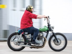 Als Wiederholungstäter ist Martin mit Yamahas Ikone XS 650 bestens vertraut und weiß, wie aus dem biederen Modell ein kultiger Bobber werden kann