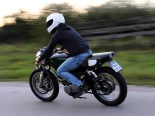 Sebastians SR-Cafe-Racer fährt sich deutlich sportlicher als das Serienbike
