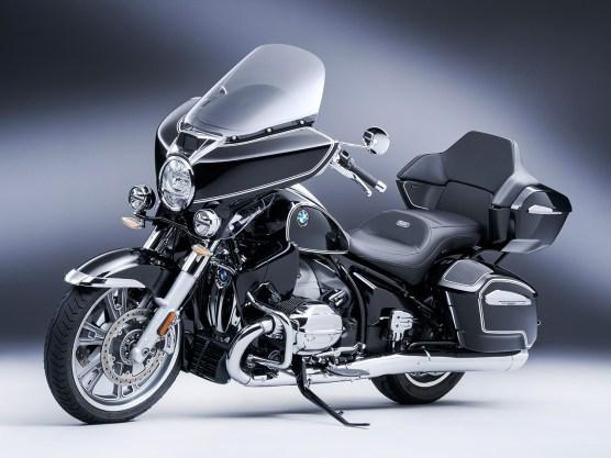 BMW R 18 Transcontinental: Mit Topcase und fürstlichem Soziasitz. Sozusagen die Boxer-E-Glide