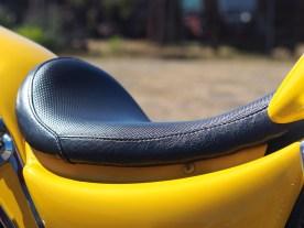 Der Sitz wurde der Po-Form angepasst, somit reichen auch fünf Millimeter Polsterung für lange Touren
