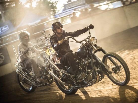 Dirt-Track-Races gehören zu Kalifornien wie Sonne, Strand und Surfstyle. Besonders beeindruckt hat uns auf der Stampede die Chopper-Class. Was hierzulande auf Bikeshows glänzen würde, wird dort durch den Dreck gejagt, spektakuläre Stürze inklusive