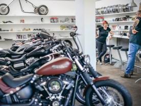 Ein paar Motorräder im Ausstellungsraum, kein Firlefanz und große Rede. Sich selbst bezeichnet Lottermann als »klassischen Customizer«