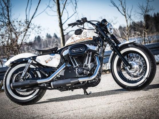 Die Definition eines Custombikes fängt im Kleinen an: Beim Aufbau einer Harley ist aber in der Regel ein neuer Auspuff obligatorisch. Steven entschied sich für eine knackige KessTech-Anlage, ein bisschen mehr Leistung bringt die auch