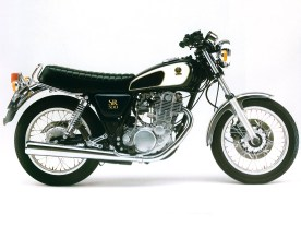 40 Jahre hat Yamahas SR 500 auf dem Buckel, totzukriegen ist Yamahas Dauerbrenner nicht – auch wenn die Gebrauchtpreise wie bei vielen Klassikern deutlich zugelegt haben