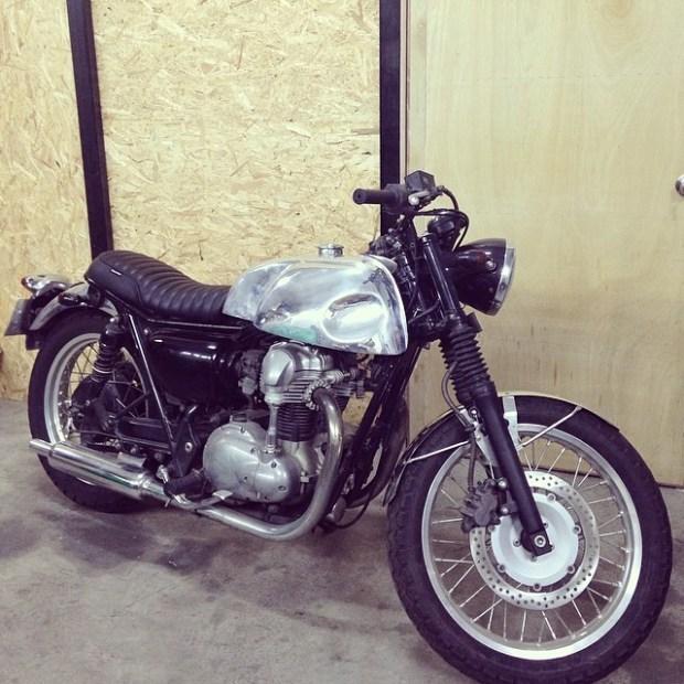 kawasaki,bobber,streetstyle,bratstyle,singapore,custom motorcycle, caferacer,w400,w650