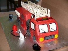 firetruckcakefront-0