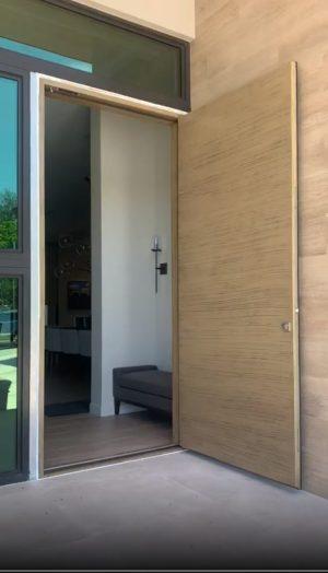 Pivot Beige Door