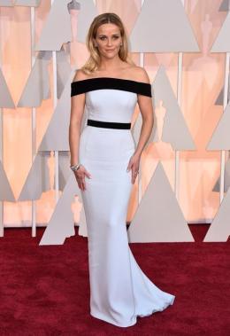 Reese Witherspoon, otra de las que fueron con diseños realizados exclusivamente para la ocasión. Llevó un Tom Ford blanco con detalles en el escote y cintura en negro. Le quedaba pintado!!!