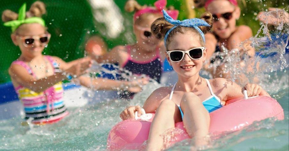 Free entertainment - Family Pool Party