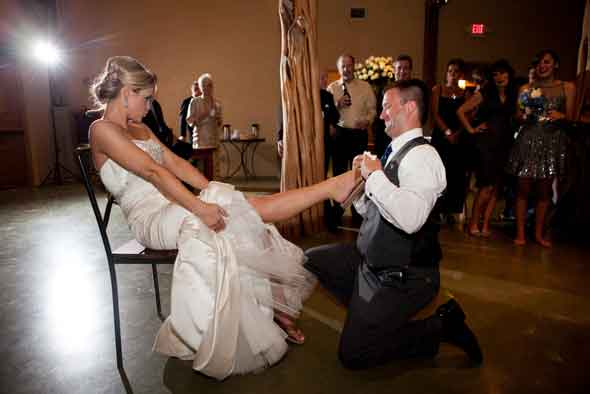 History-of-the-Wedding-Garter-Toss