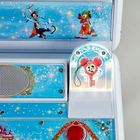 magic02 min - ディズニーキャラクターとダンスリズムゲームができるってほんと?!カードとカギが秘密を握る!!