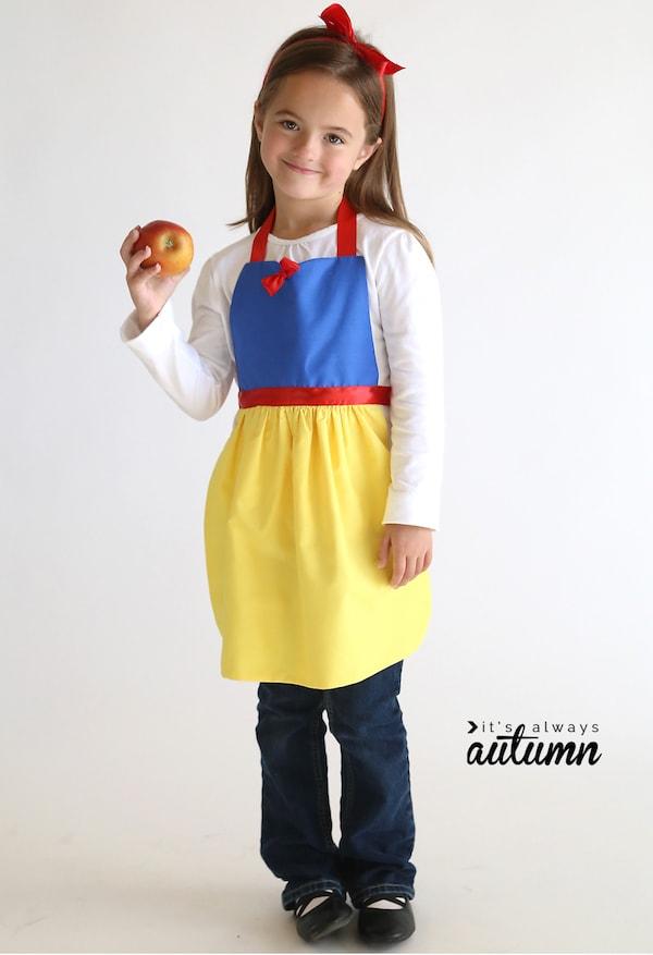 apron01 min - ディズニーハロウィン 子供の仮装にぴったり 〜 簡単 早い 安い「プリンセスエプロン」
