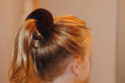 girl0801 min - ママが簡単にできる「女の子のヘアスタイル」〜 ディズニー 発表会 結婚式 シチュエーション別の髪型をご紹介