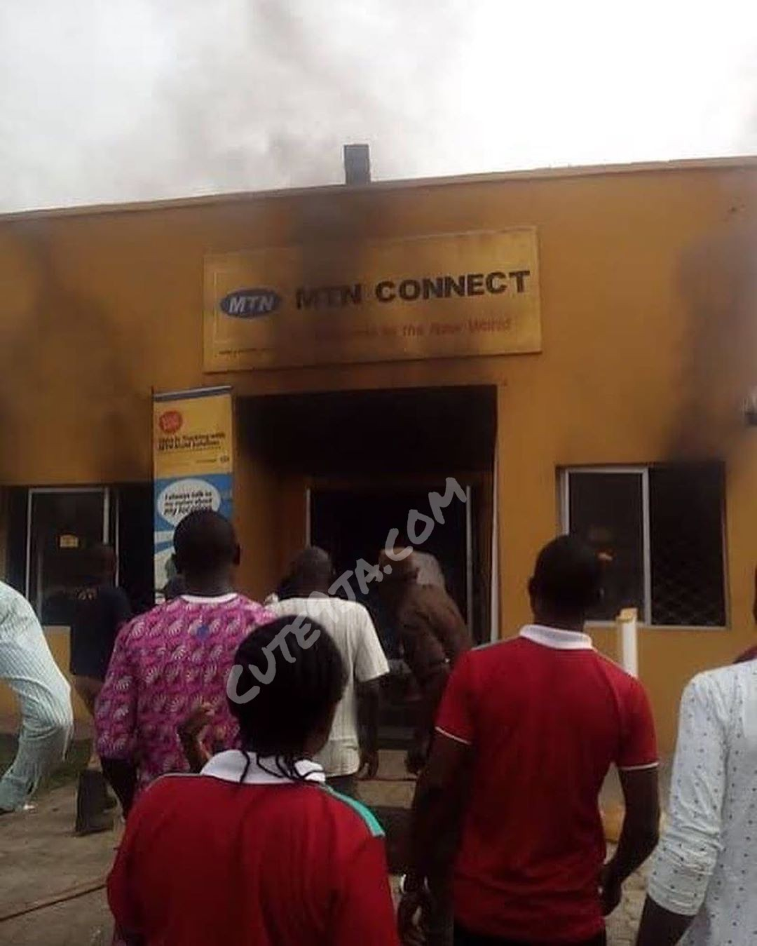 #Xenophobia: Angry Nigerians Burns MTN Office in Apapa Lagos State