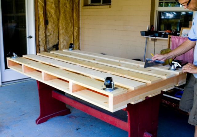 5 Easy Steps to Make a Pallet Bed