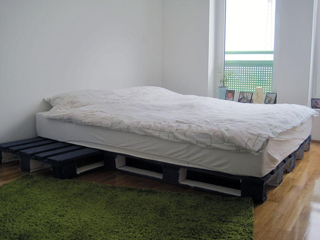 DIY Family Pallet Bed