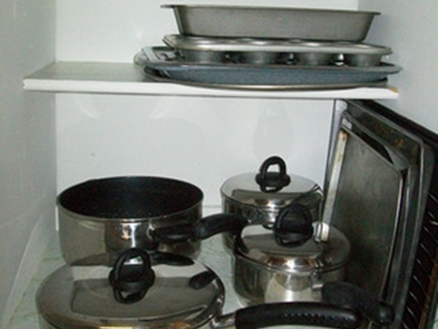 Stainless Steal Pan Set & Baking pans in this Beaver Lake Cabin Rental